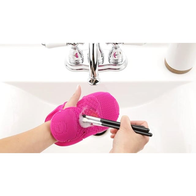Sigma Spa® Express Brush Cleaning Glove