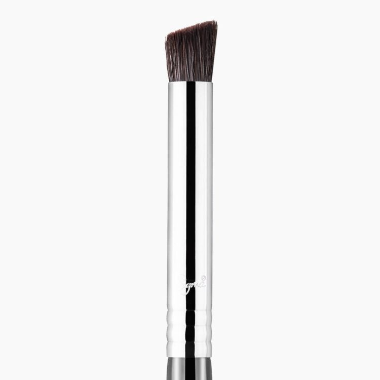 F66 Angled Buff Concealer Brush close-up view