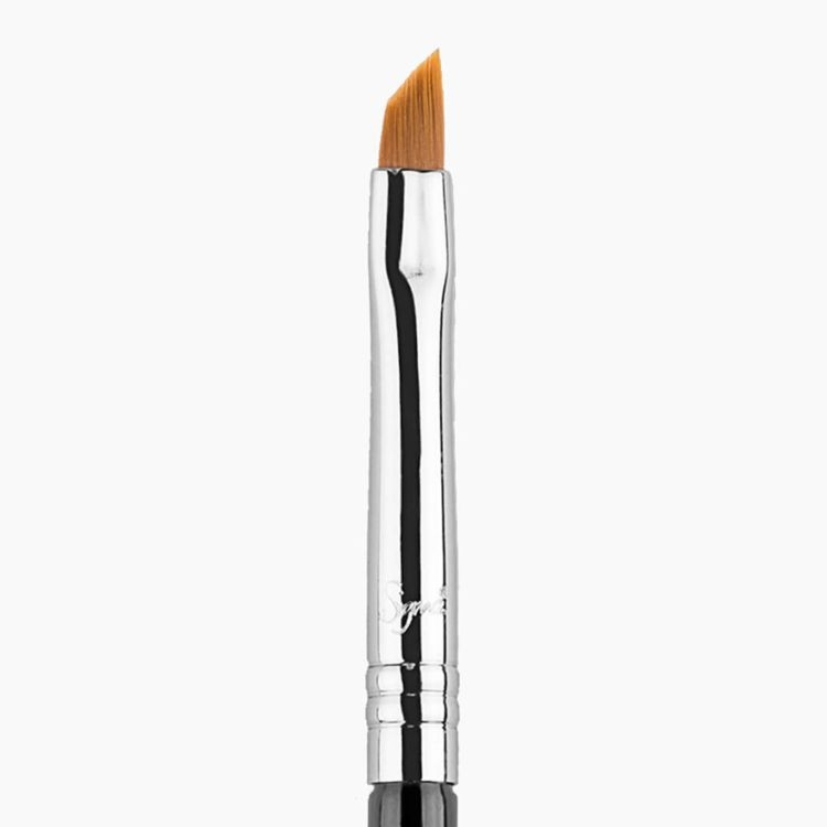 E06 Winged Liner™ Eye Brush