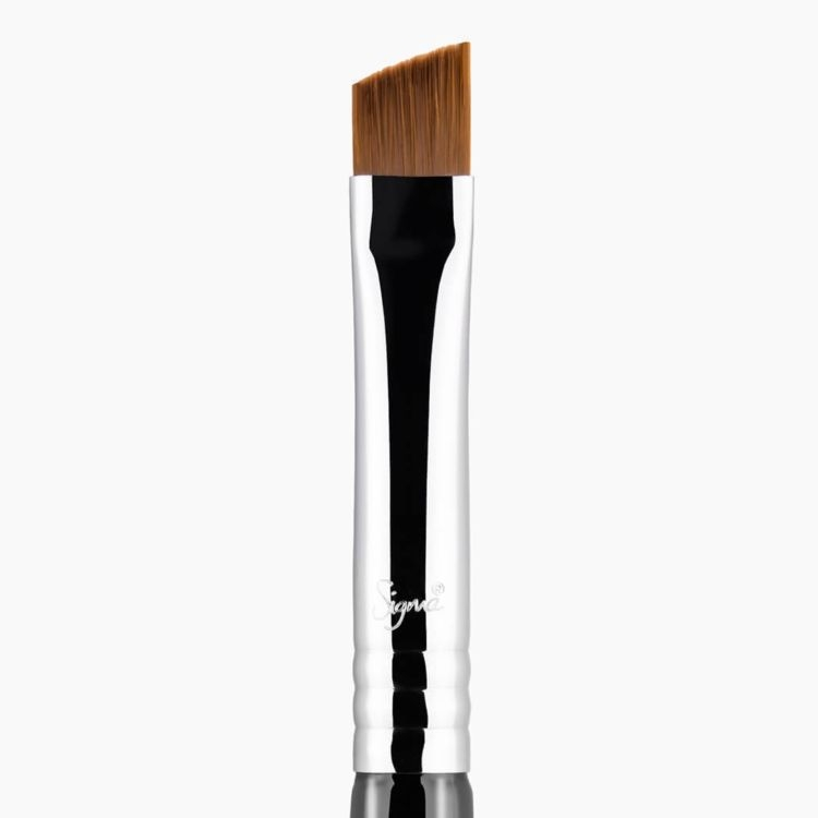 E68 Line Perfector Eye Brush Chrome close-up view