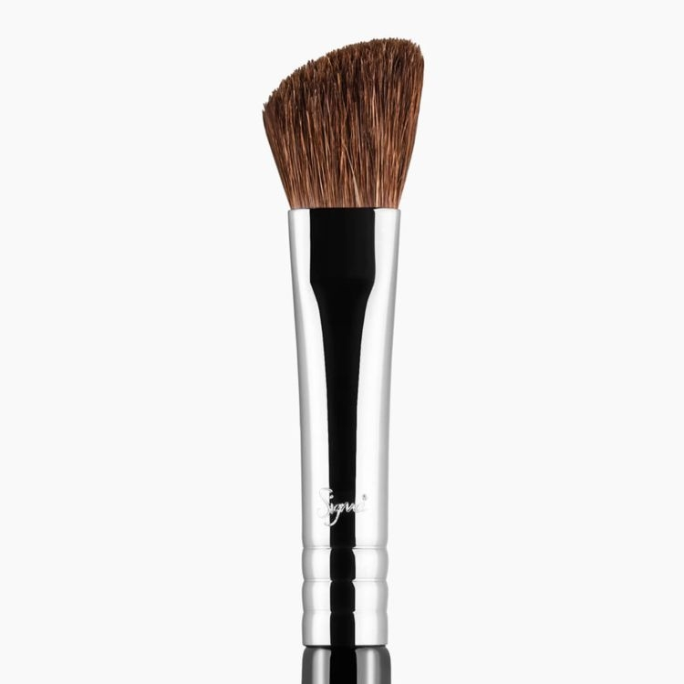 E70 Medium Angled Shading Eye Brush close-up view