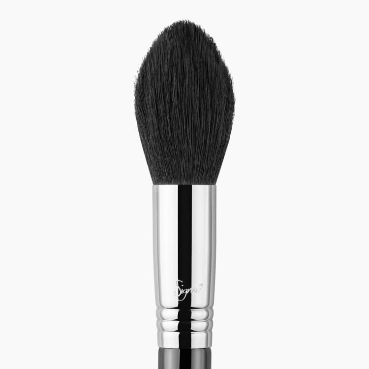F25 Tapered Face Makeup Brush close-up view