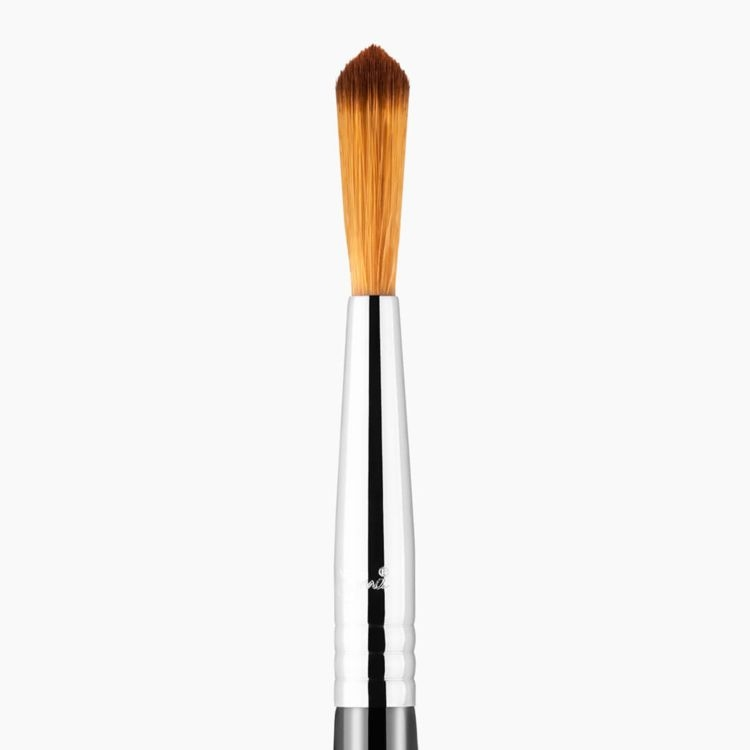 F71 Detail Concealer Makeup Brush Chrome close-up view
