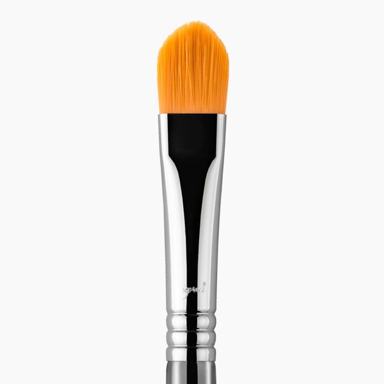 F75 Concealer Brush Chrome close-up view