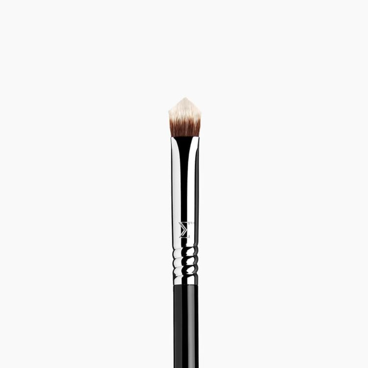 P87 Edge Precision™ Makeup Brush