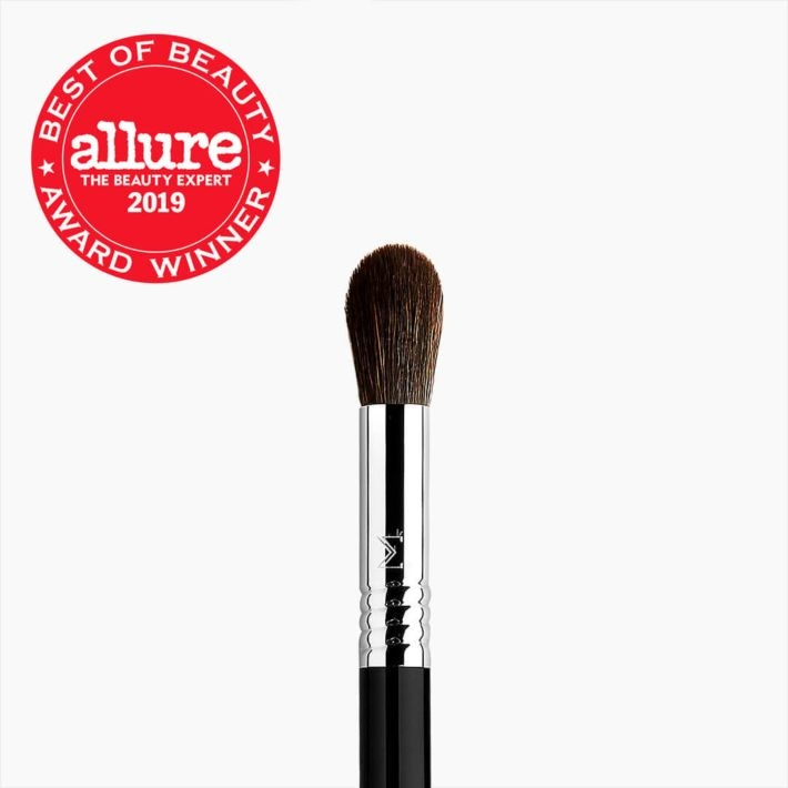 F64 - SOFT BLEND CONCEALER™ Brush Hero