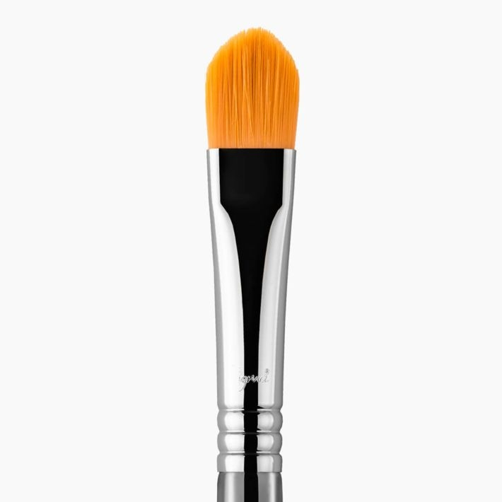 F75 Concealer Makeup Brush close-up view