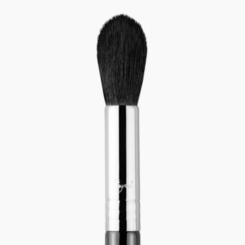 F35 Tapered Highlighter Brush Chrome close-up view