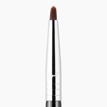 F68 Pin-Point Concealer™ Brush