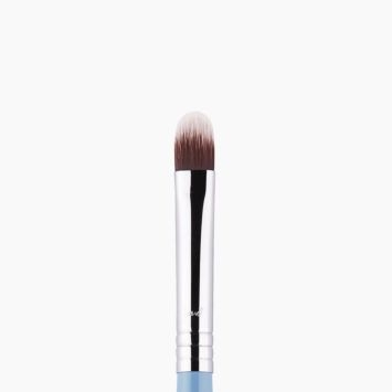F70 Concealer Brush Blue close-up view