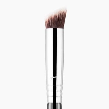 P88 Precision Flat Angled™ Brush Chrome close-up