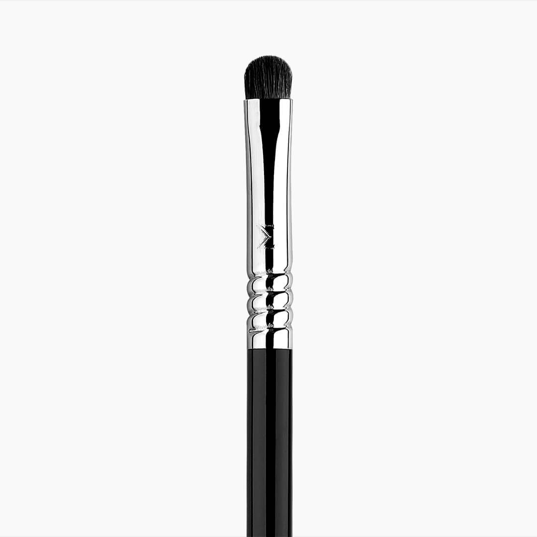 E21 Smudge Eye Brush - Black/Chrome