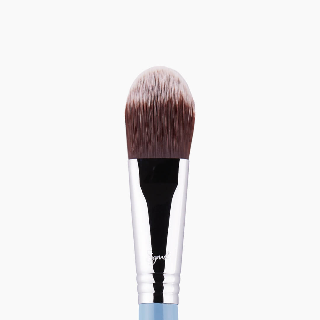 F60 Foundation Brush Blue close-up view
