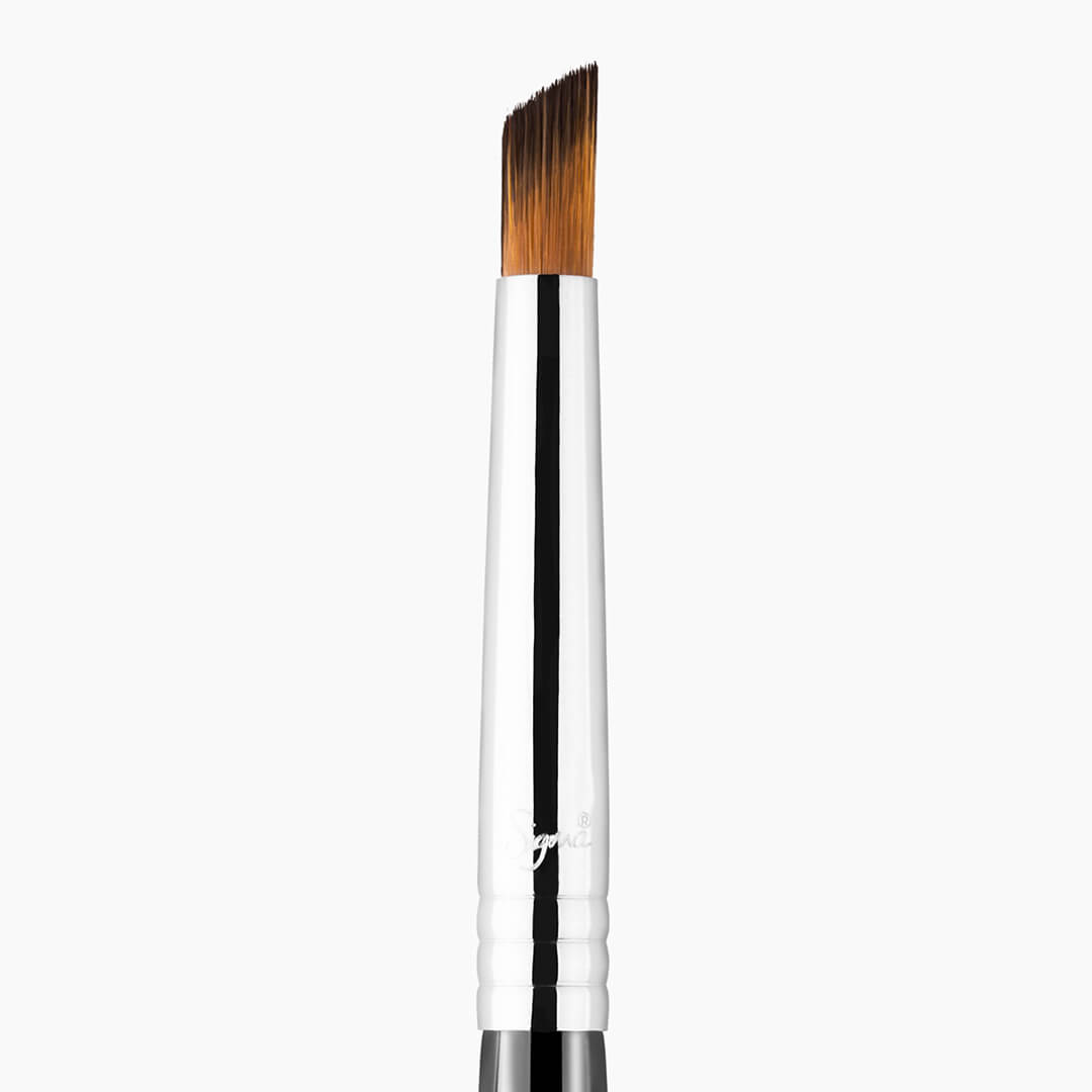 F69 Angled Pixel Concealer Brush Chrome close-up view
