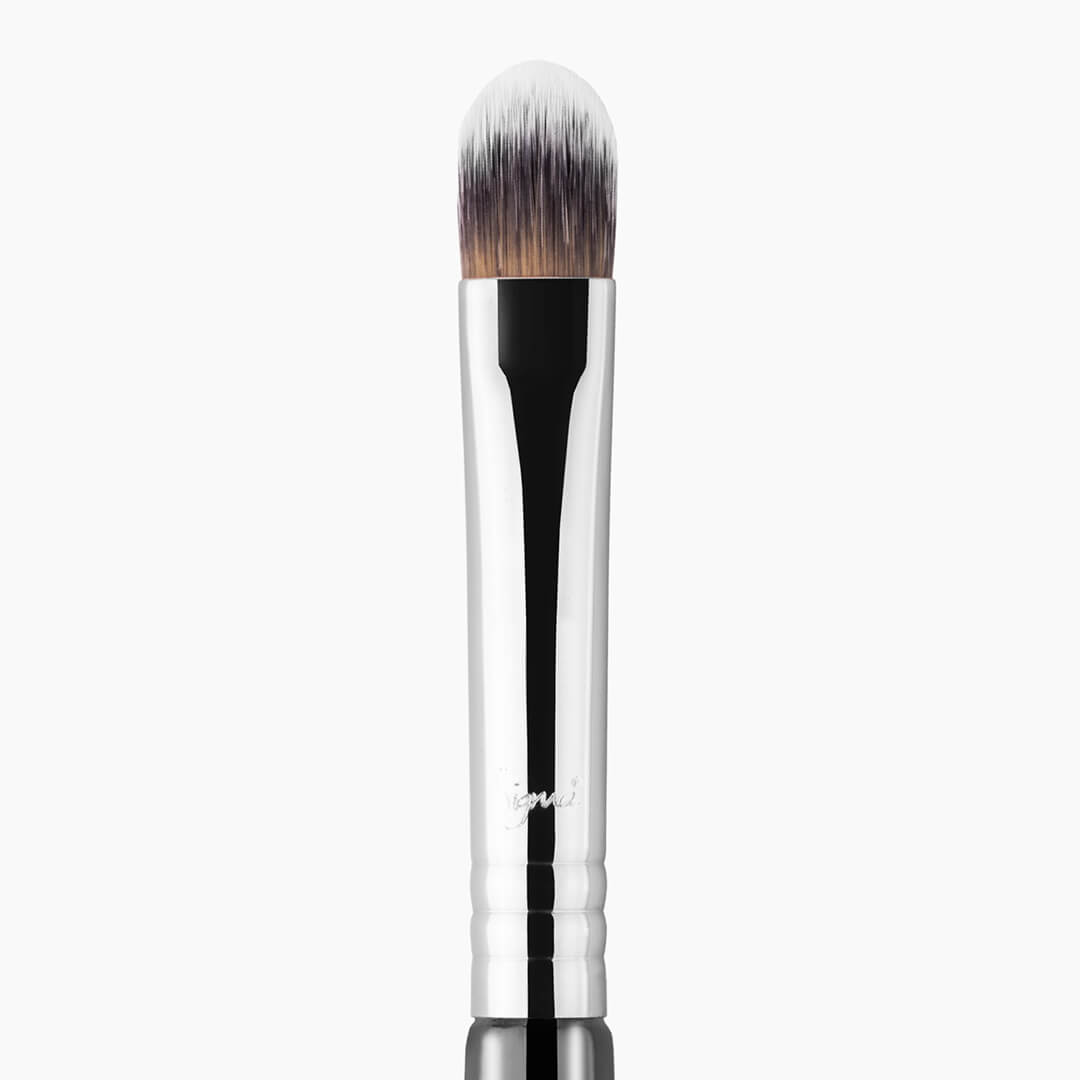 F70 Concealer Brush Chrome close-up view