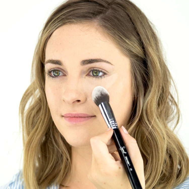 Model using F79 Concealer Blend Brush